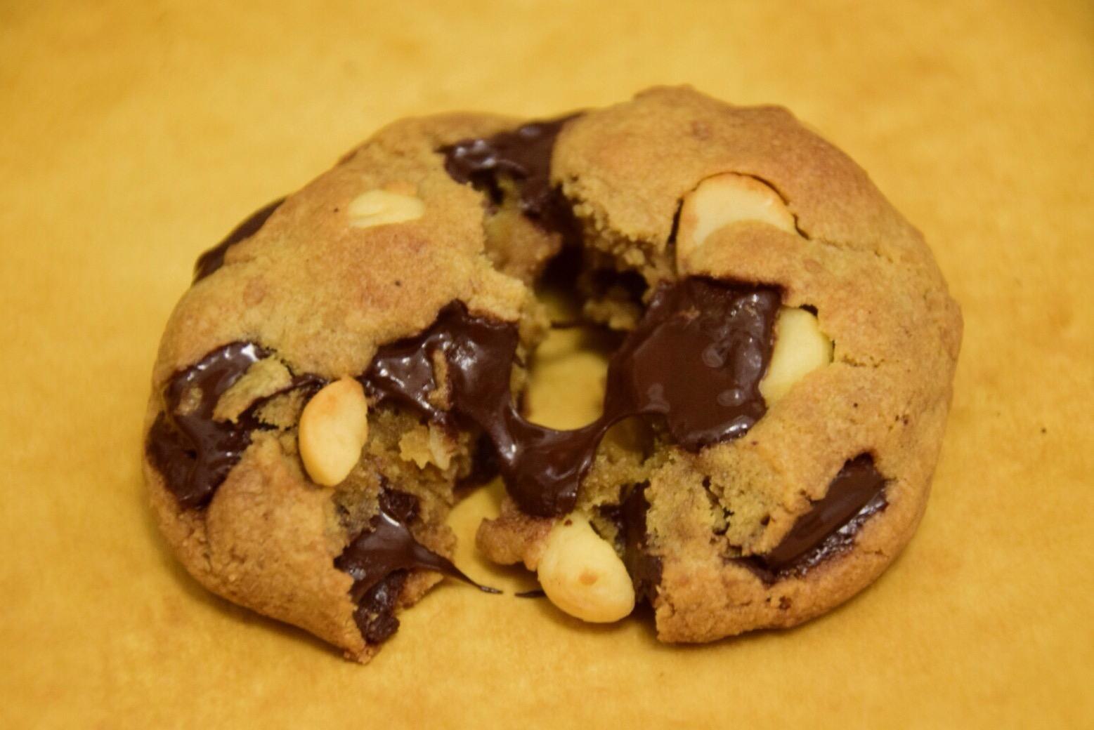Dark Chocolate Chunk Macadamia Nut Cookies